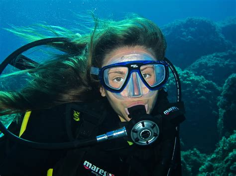 scuba dive scuba diver diving in elba