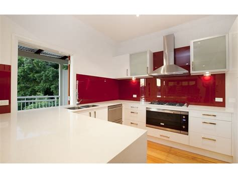 Modern u shaped kitchen design using frosted glass