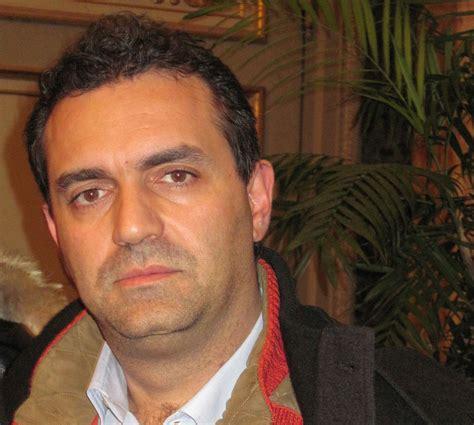 interdizione pubblici uffici significato de magistris condannato un anno al sindaco di napoli per