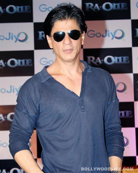 Why is Shahrukh Khan praising Anubhav Sinha ...