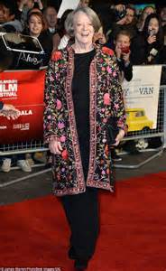maggie smith makes a rare red carpet appearance picture dame maggie smith and dominic cooper atthe lady in the van