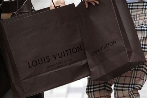 Secret Montana Shopping Bag Ct sceicco arabo cerca 100 ragazze italiane esperte di shopping