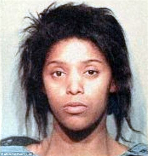 nya lee stabbed texas woman stabbed her toddler son to death as others hid