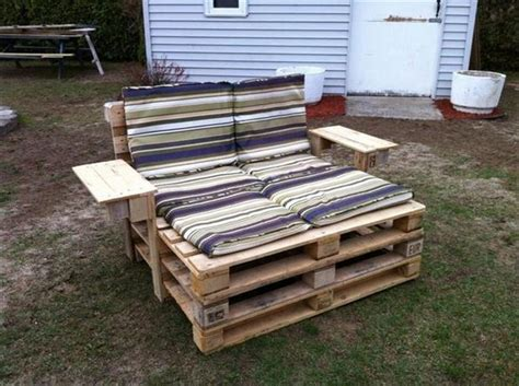 Furniture Out Of Pallets by Diy Furniture Out Of Pallets 98 Pics