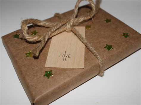 recycled gift wrap ideas a homemade living diy eco friendly holiday gift wrap inhabitots