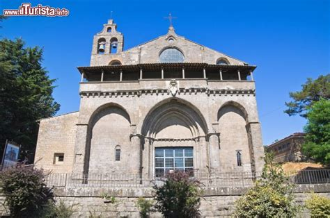 cattolica montefiascone facciata della basilica di san flaviano a montefiascone