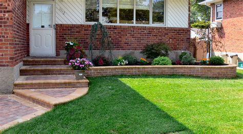 Front Lawn Landscaping Ideas Clean Of Lawn Front Townhouse Landscaping With Flowers Accompanied
