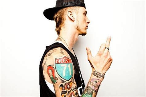 machine gun kelly tattoos machine gun rapper reveals why he s so influenced