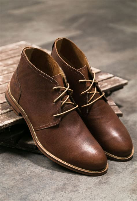 Sepatu Clarks Boots Brown 25 best ideas about mens chukka boots on mens