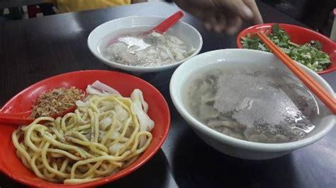 Mangkuk Bakso mie kwetiaw babat bakso daging penuh 1 mangkuk picture of akiaw bakso 99 jakarta