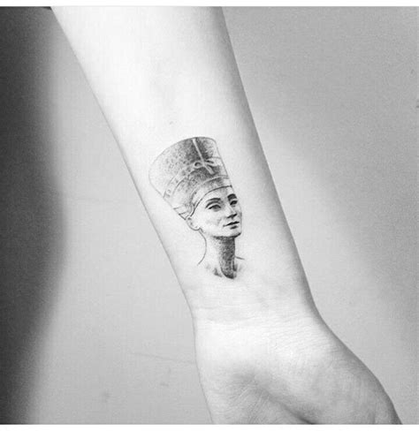 queen nefertiti tattoo rihanna nefertiti tattoo tattoo pinterest nefertiti tattoo