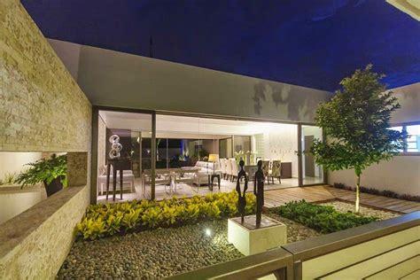 patios de casas modernas casa minimalista dise 241 o moderno de l 237 neas puras arquitexs