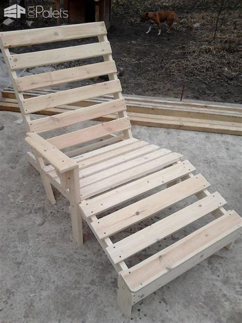 25 best ideas about pallet chaise lounges on outdoor chaise lounge chairs outdoor best 25 pallet chaise lounges ideas on pool lounge chairs pool furniture diy and