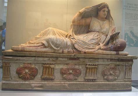 antichi vasi funebri file sarcofago matrona etrusca jpg