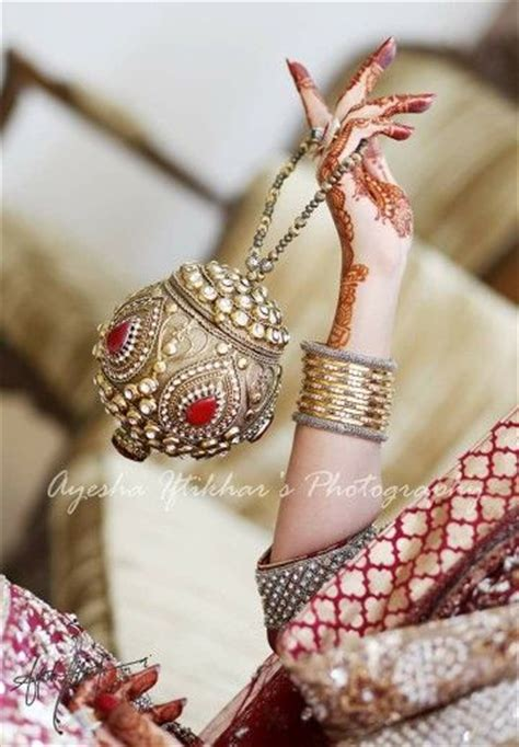 gold snowflakes pretty hands pretty feet pinterest 305 best images about jewelry on pinterest jewellery