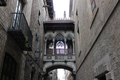 imagenes barrio gotico barcelona viajoscopio com puente g 243 tico barrio g 243 tico barcelona