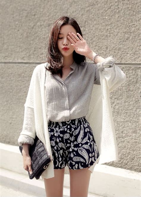 Blous Cewek Hitam Puuh Korean Style foto til cantik dan minimalis ala korea dengan nuansa