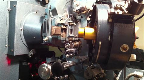 Proyektor 35mm lacing a 35mm projector