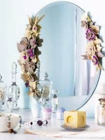 felt flowers for decorating wall mirrors with details