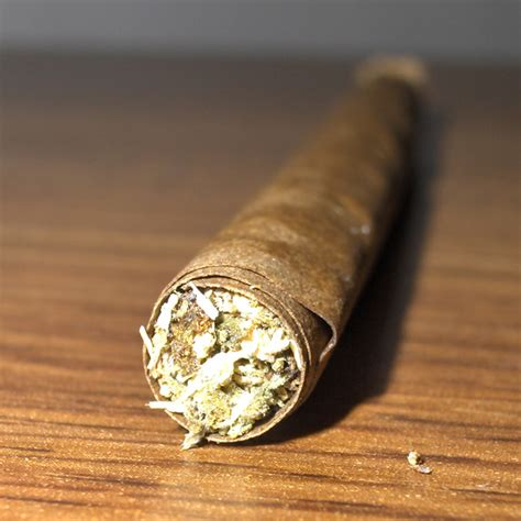 How To Make A Blunt Out Of Paper - green report best ways to smoke