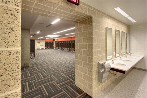 Nfl Locker Room Showers by Check The Fancy Locker Room Awaiting Rg3 Nest