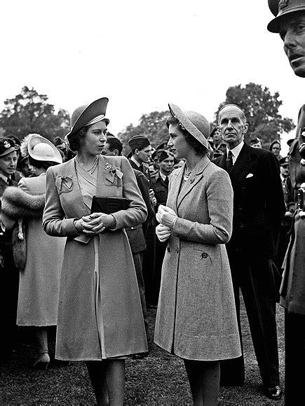 film queen elizabeth ve day queen elizabeth and princess margret on ve day 1945