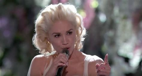 gwen stefani delivers emotional performance of used to gwen stefani stuns with emotional performance of quot used to