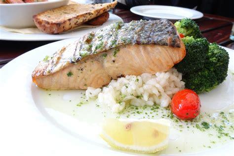 8 Foods That Fight Pms by 5 Foods That Fight Pms And Crs