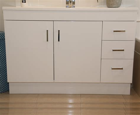 bathroom cabinets the range chelsea bathroom vanities classique vanities 07 3804 3344