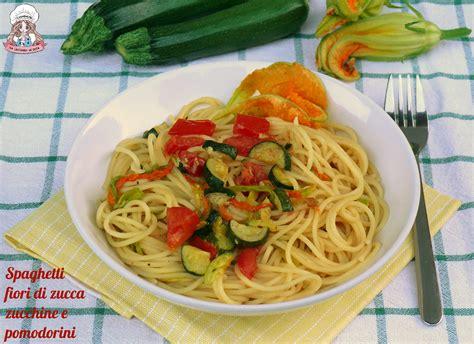 pasta con i fiori di zucchina spaghetti fiori di zucca zucchine e pomodorini carmencita