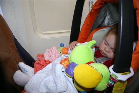 tips naik pesawat balita tips naik pesawat nyaman bersama balita