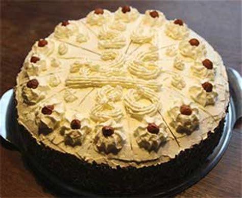 kuchen mit biskuitboden kuchen mit fertigen biskuitboden appetitlich foto
