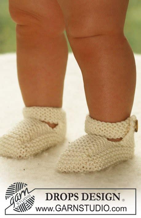 baby jurk haken en breien breipatroon en haakpatroon slofjes en jurkje