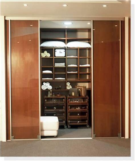 Closets Escondido by Modelo De Closet Ideias Para Deixar Tudo Organizado