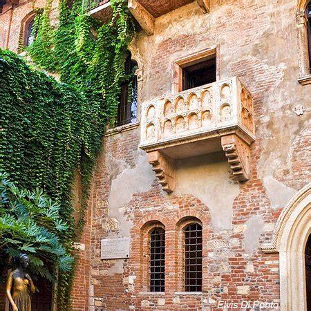 la casa di romeo e giulietta il balcone e la statua di giulietta picture of casa di