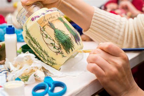 decoracion de botellas de vidrio con servilletas decora tus botellas y envases de vidrio a partir de