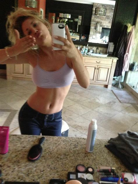 American Actress Kaley Cuoco Nude Cell Phone Pictures Leaked