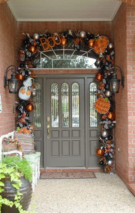 40 Cool Halloween Front Door Decor Ideas Interior Front Door Decoration
