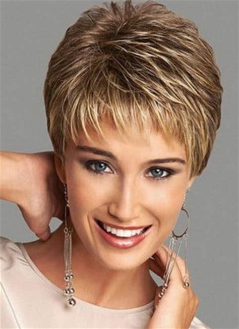 imagenes de cortes de pelo desmechado para mujeres gordas con pelo corto