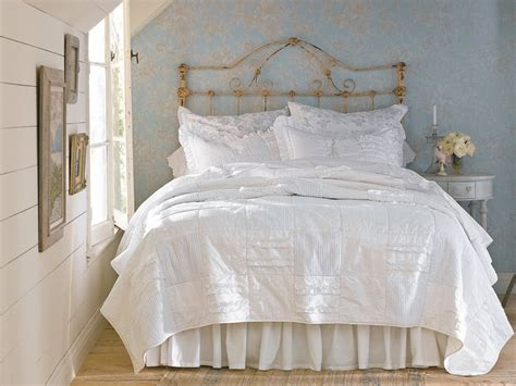 Shabby Chic Beds by 20 Shabby Chic Bedroom Ideas