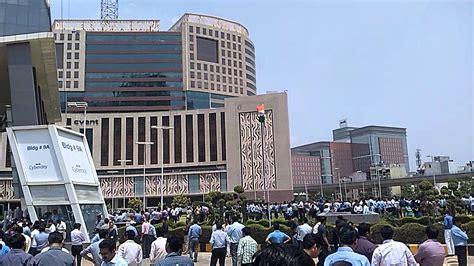 Earthquake Gurgaon | earthquake in cyber city gurgaon on 12 may 2015 youtube