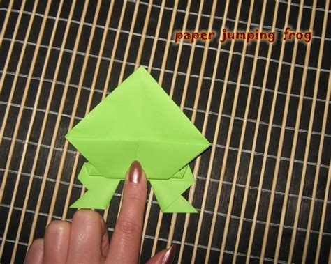 How To Make A Jumping Frog Out Of Paper - paper crafts jumping frogs