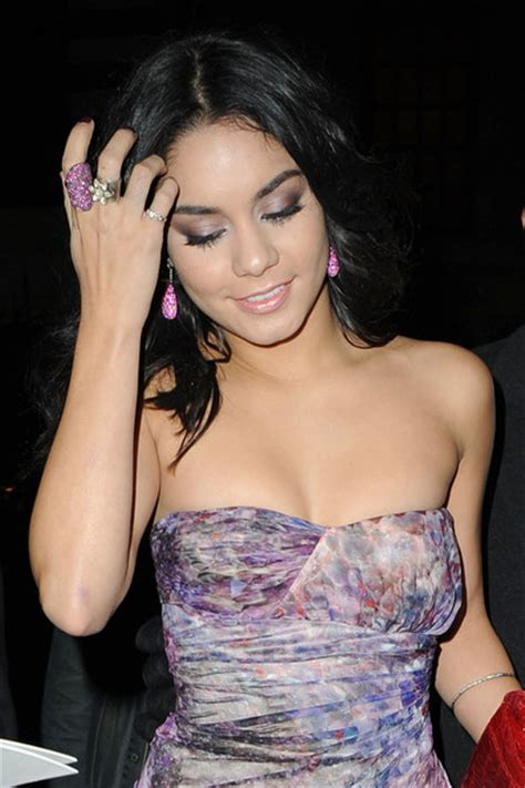 vanessa hudgens tattoo on finger vanessa hudgens pictures stars on the red carpet for