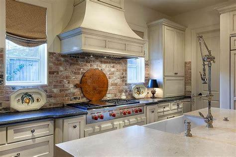 award winning kitchen with brick backsplash chicago die besten 25 kitchens with brick backsplash ideen auf