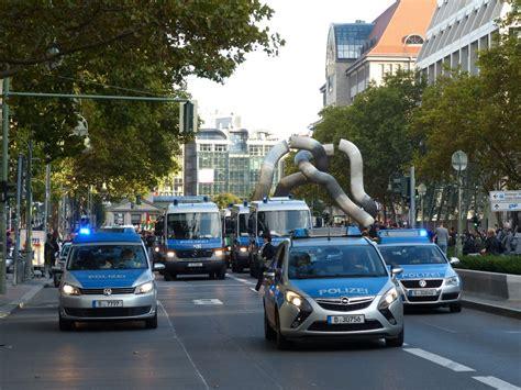 Bewerbungsfrist Landespolizei Berlin Polizei Gro 223 Aufgebot In Der Tauentzienstra 223 E In Berlin