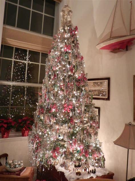 knickerbocker style design   fashioned christmas tree
