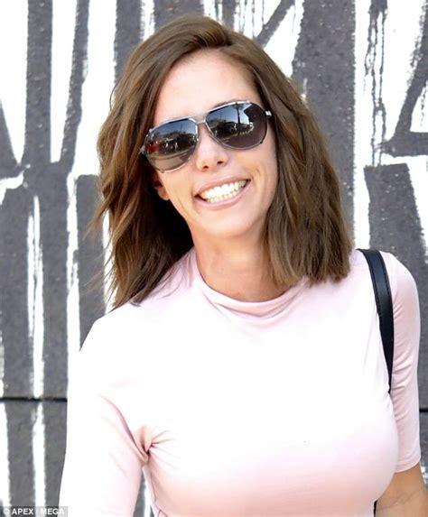 kendra hair kendra wilkinson debuts new brunette look three weeks