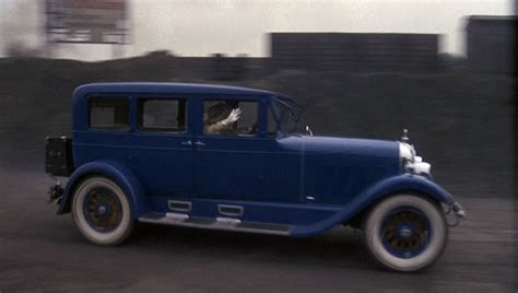 symbols in the great gatsby automobiles the great gatsby symbols and motifs