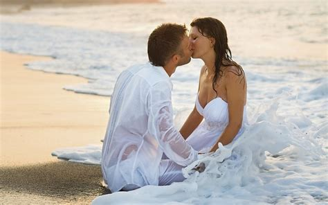 couple wallpaper for desktop romantic couple kiss at the beach love hd desktop