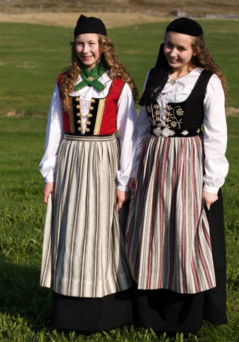 Costume National Dress folkcostume embroidery 222 j 243 240 b 250 ningurinn national costumes